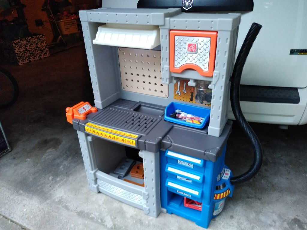 Step2 Deluxe Toy Workshop / Tool Bench