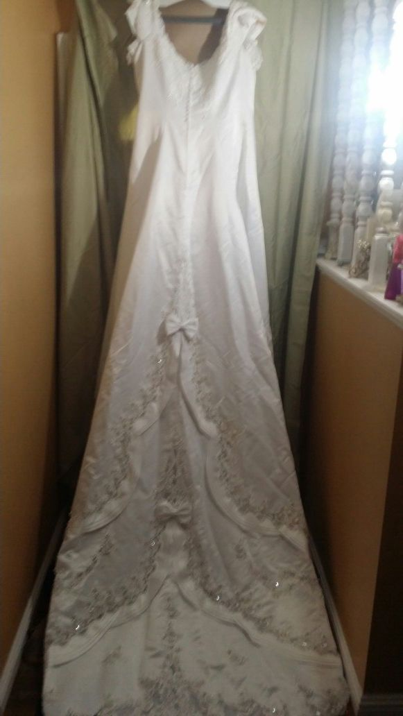Gently Used Wedding Dress Size 28 For Sale In Atwater Ca Offerup
