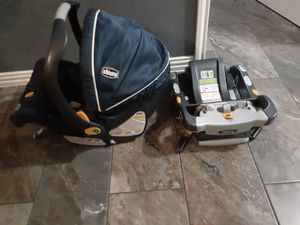 Photo Chicco car seat and base very clean JUST WASHED IT