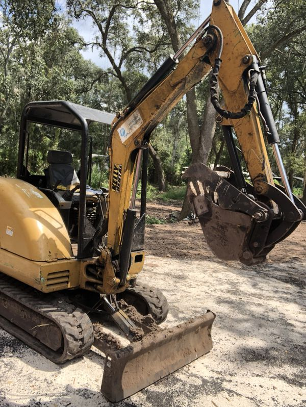 06 Bobcat 38G long arm with Thumb for Sale in Tampa, FL - OfferUp