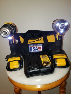 Photo DeWALT 20-Volt MAX Lithium-Ion Cordless Compact Drill/Impact Combo Kit (2-Tool) 2 Batteries, Bag and Charger