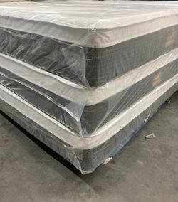 😴😴 PILLOW TOP MATTRESS ALL SIZE BRAND NEW STARTING AT $170 BEST PRICE IN TOWN😴😴 Thumbnail