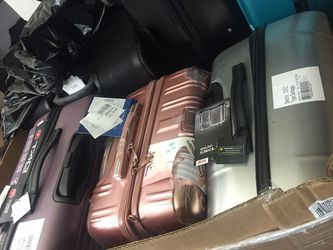 MCYs Luggage pallets, brand names, offered at 20% of retail value Thumbnail
