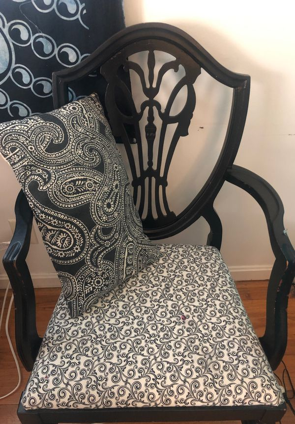 Black And White Chair With Pillow For Sale In Buechel Ky