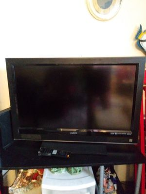 Vizio TV with Remote Control for Sale in Philadelphia, PA