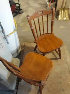 Photo Maple chairs (2) with free round table