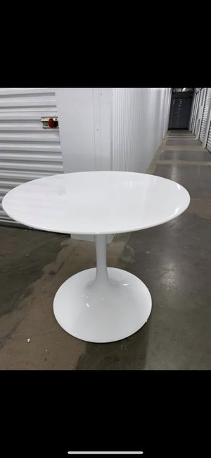 White Glossy Modern Mid Century Contemporary Dining Room Circular Table NEW For Sale
