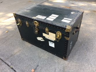 Vintage trunk from 1960 Thumbnail