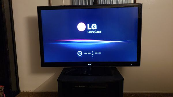 LG smart TV Froze on LG screen don't know what to do Selling cheap Shoot me  an offer for Sale in Oceanside, CA - OfferUp