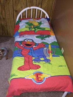 Youth bed with mattress, sheet, reversible comforter & reversible pillowcase Thumbnail