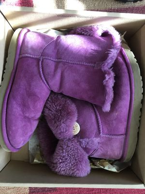 UGG purple Bailey Button Boot excellent condition size 8 for Sale in Brambleton, VA