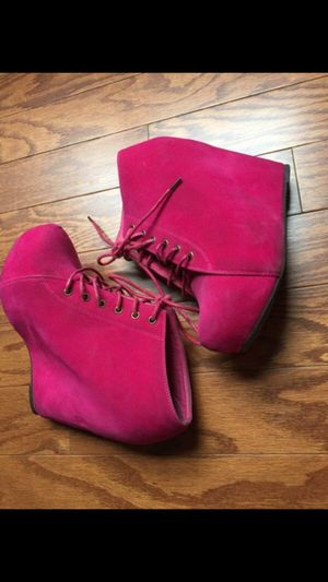 Pink booties size 8 for Sale in Atlanta, GA