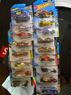 Photo Bag of 16 random Hot Wheels
