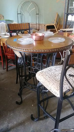 breakfast set 2 chairs table for Sale in Crewe, VA