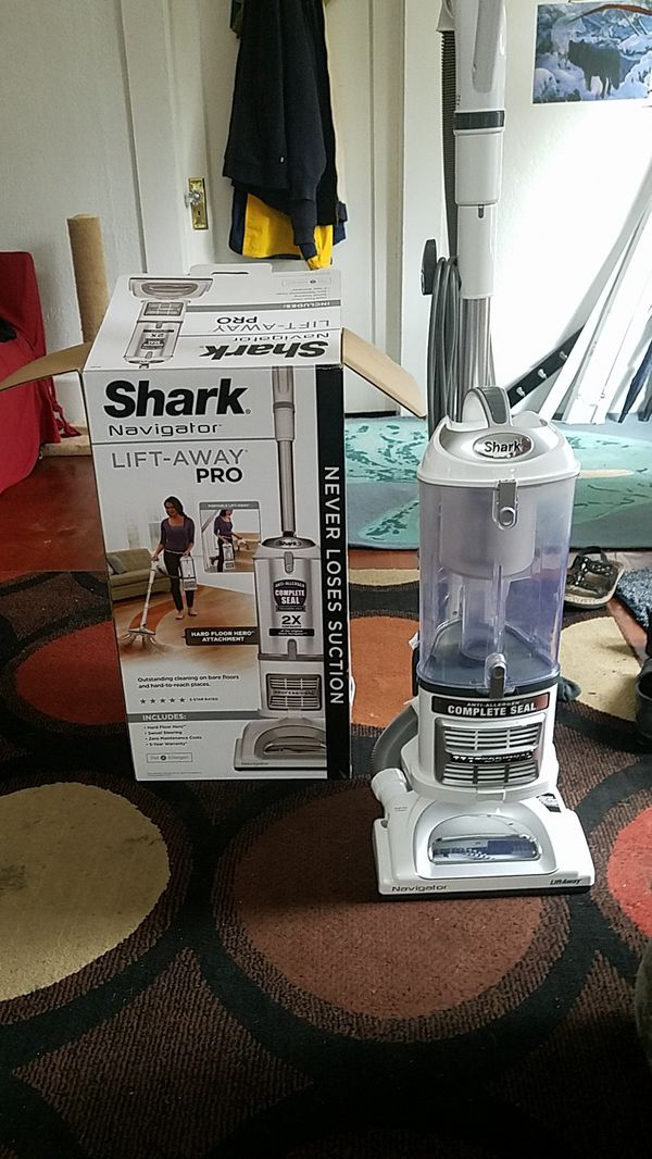 Shark Navigator Lift-Away Pro for Sale in Port Orchard, WA - OfferUp