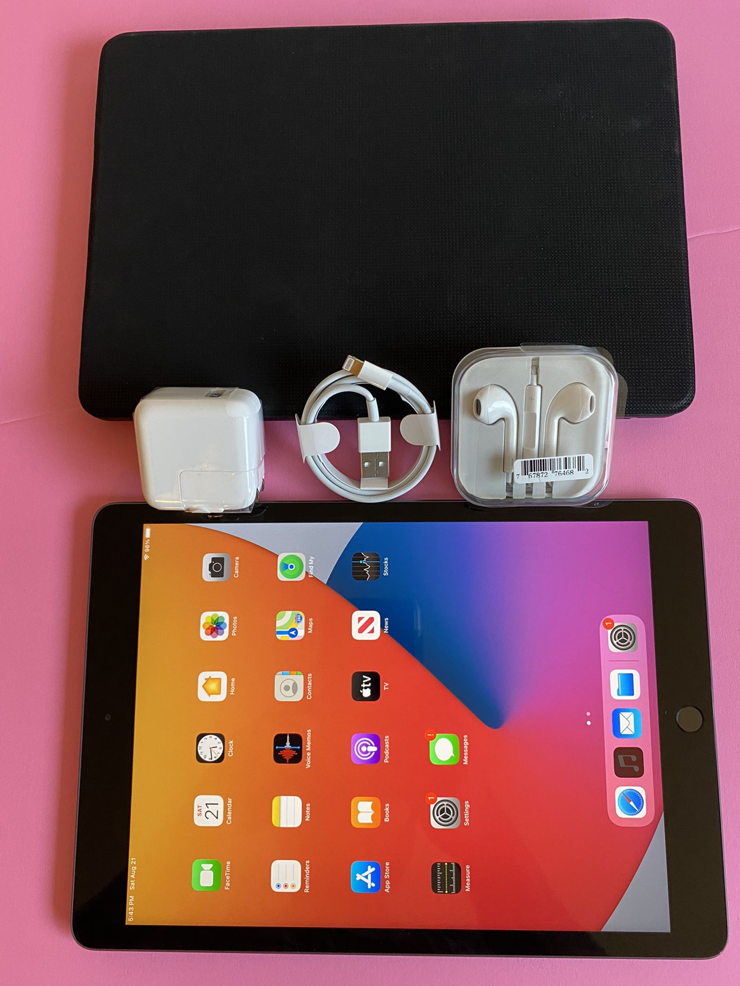 """Apple IPad 7th Generation (10.2"""" Retina  Display / Touch ID / 2019 model) 32GB  with Accessories (Apple pencil compatible)"""