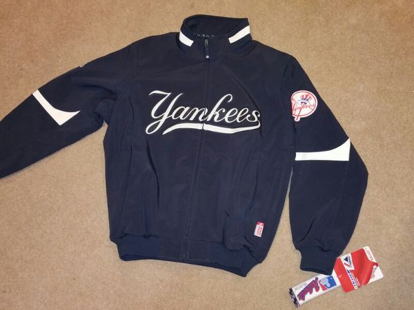 One Yankees Majestic Premeer Dugout Jacket Size Large For