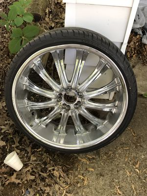 """22"""" (Chrome) rims & tires with locks (universal lug pattern) for Sale in Cleveland, OH"""