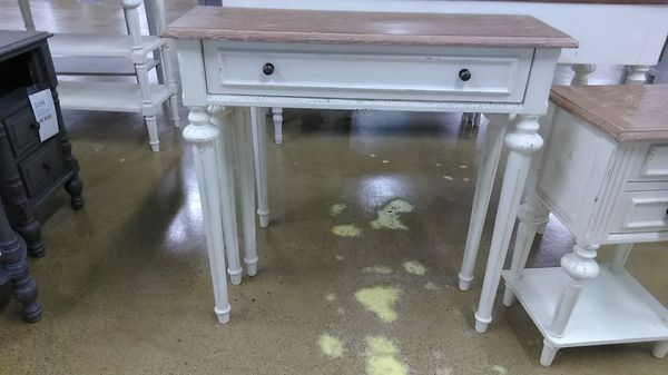 Astounding Baxton Studio Console Table For Sale In Lombard Il Offerup Spiritservingveterans Wood Chair Design Ideas Spiritservingveteransorg