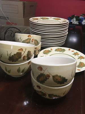 Dinner Plates set for Sale in Chantilly, VA
