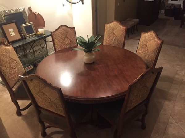 6ft 72 Round Rustic Tuscan Mediterranean Dining Table With 6 Oversized Leather Upholstered Chairs For In Las Vegas Nv Offerup