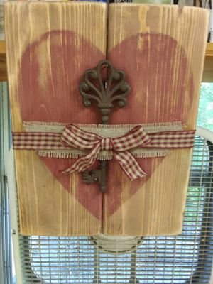 Distressed heart with metal key for Sale in Rustburg, VA
