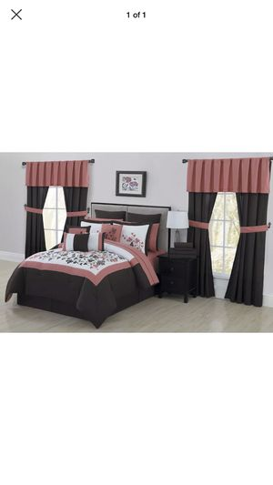 Alcove Aaron California king comforter bedroom in a bag set new for Sale in St. Peters, MO