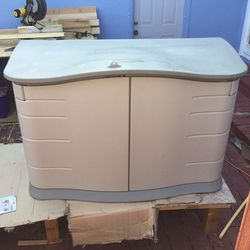 Rubbermaid Horizontal Outdoor Resin Storage Shed, Olive & Sandstone Thumbnail