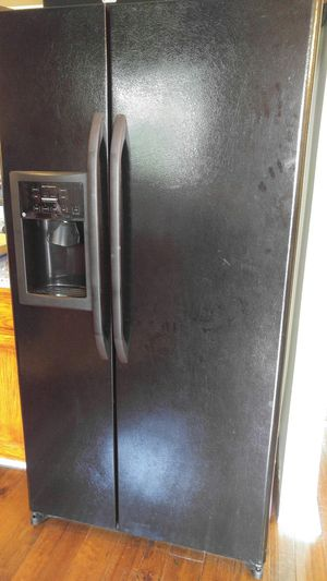 Black refrigerator and freezer, side by side for Sale in Ashburn, VA