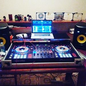 DDJ SZ Professional DJ controller (travel case included) for Sale in Alexandria, VA