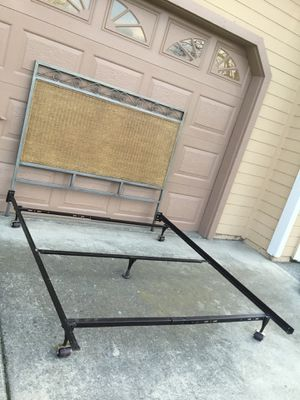 Photo Queen Size Metal/Wicker Headboard and Metal Frame