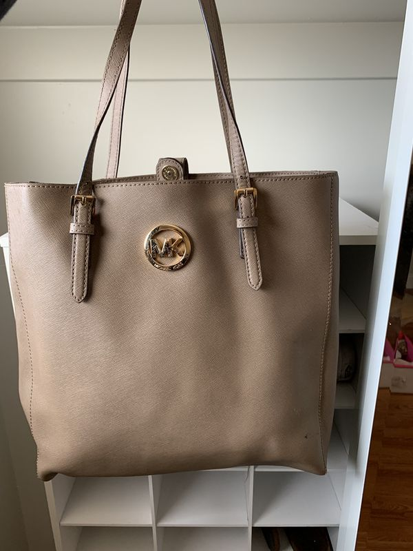 9bfc288d3f89 Authentic Michael Kors purse for Sale in San Mateo, CA - OfferUp