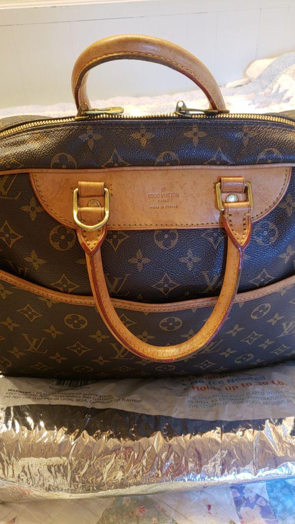 8772078a9727 Handbag by Louis Vuitton. Negotiable for Sale in Ventura