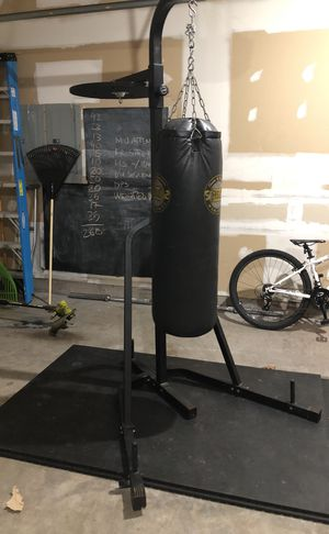 Everlast punching bag with stand for Sale in Ashburn, VA