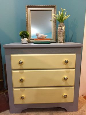 DRESSER- ACCENT PIECE- CONSOLE for Sale in Accokeek, MD