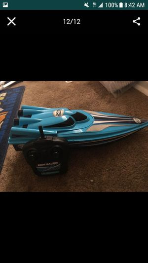 New rc boat 3 speed remote control 3 series (fast) racing water boat great range drives well never been used brand new condition with remote control for Sale in Washington, DC