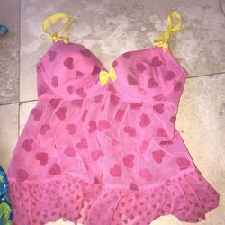 Victoria Secret lingerie pieces size small and Medium never worn !!! Thumbnail