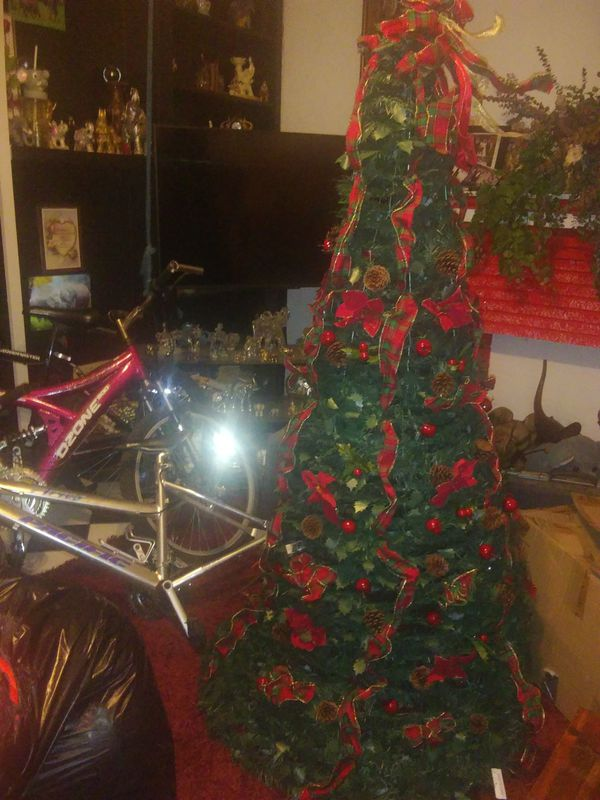 Pop Up Christmas Tree All Decorated With Lights 6 Ft For Sale In Mcallen Tx