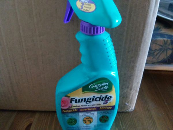 One NEW spray bottle of 24 ounces of Schultz fungicide Garden safe 3  products in one fungicide,insecticide, miticide use on all  plants,trees,flowers,