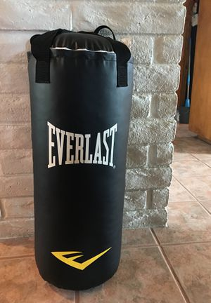50lb Everlast punching bag black for Sale in Fullerton, CA