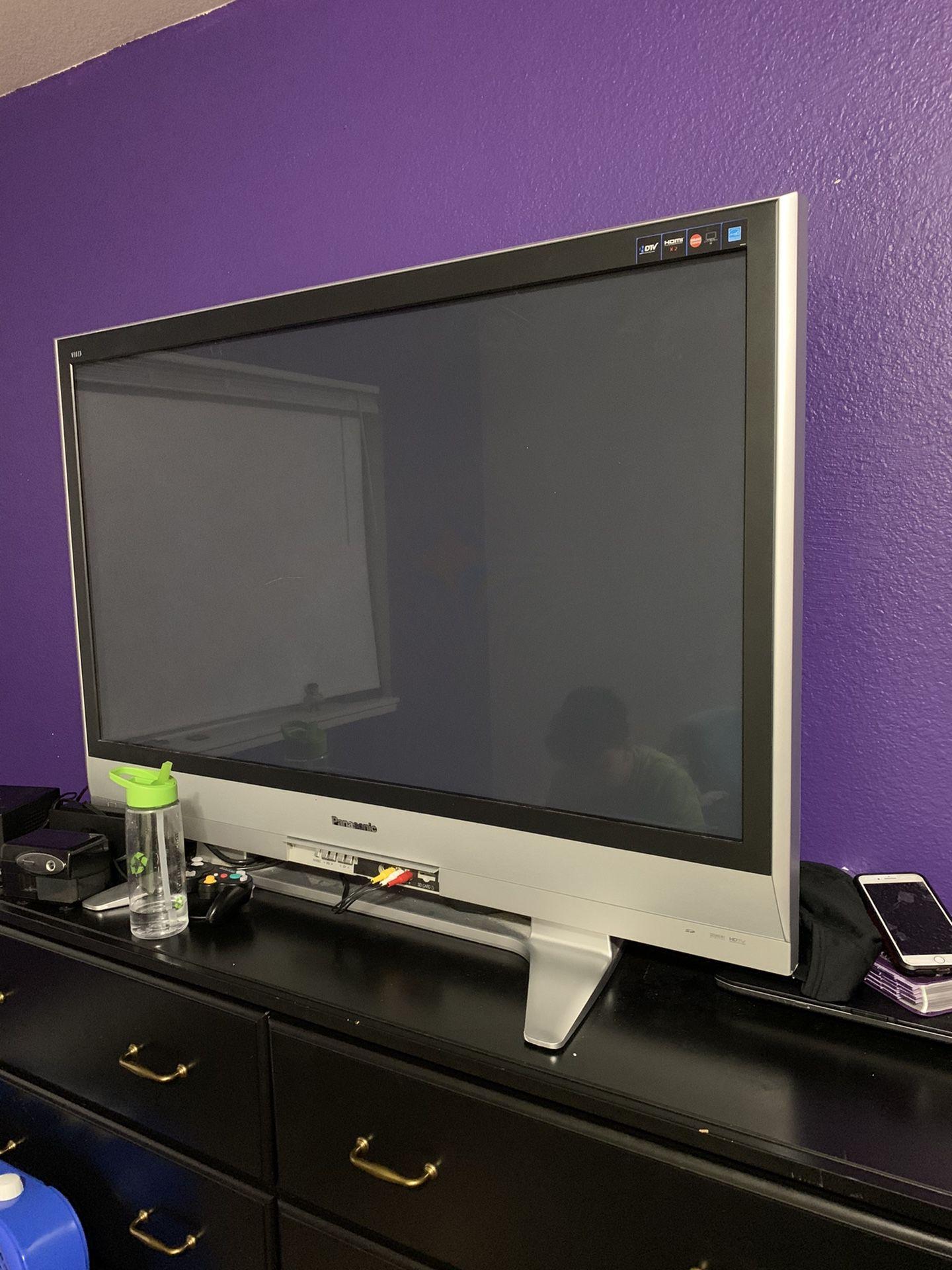 Large Panasonic TV .. Works