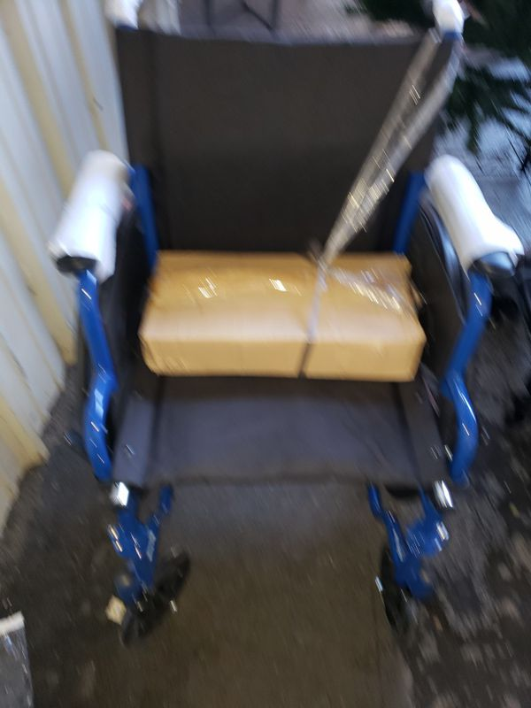 DRIVE MEDICAL BLUE BLACK WHEELCHAIR WITH DESK ARMS SWING AWAY FOOTREST 18