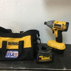 DEWALT Impact Wrench And Driver 18v Cordless With Charger Industrial Tool Set With Bag BCP008847 Thumbnail