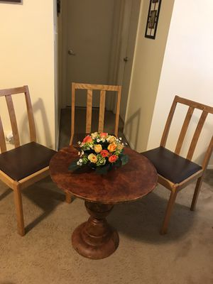 """4 pieces dinette set 25x25"""" round metal table with 3 brown leather wood chairs pm me if you interested Gaithersburg md 20877 for Sale in Gaithersburg, MD"""