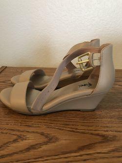 Women's sandal size 6M Thumbnail