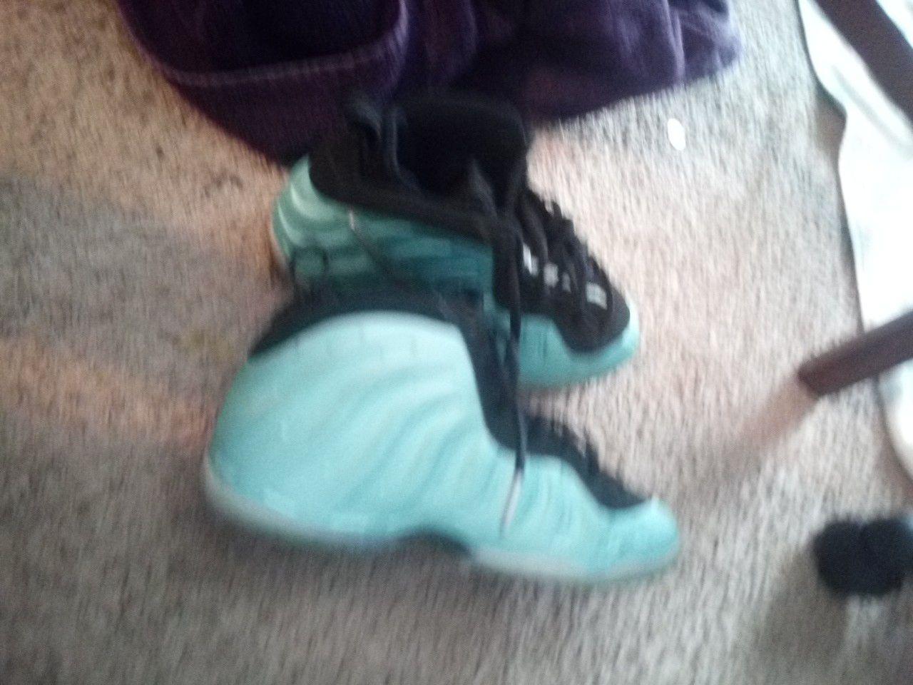 Nike phomes size 3