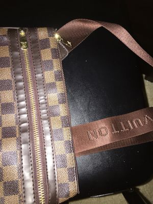 Louis Vuitton hand bag for Sale in Laurel, MD