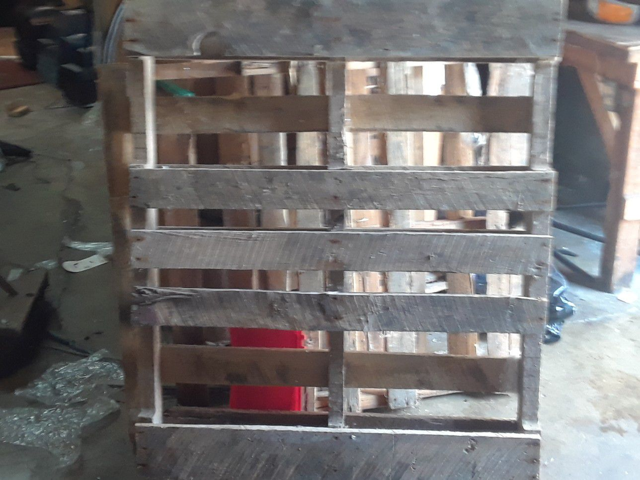 Wood pallets great shape probably around 8 to 12