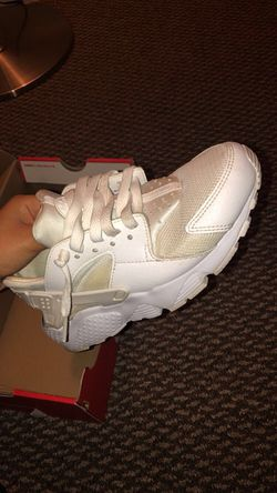 White Nike huraches Thumbnail