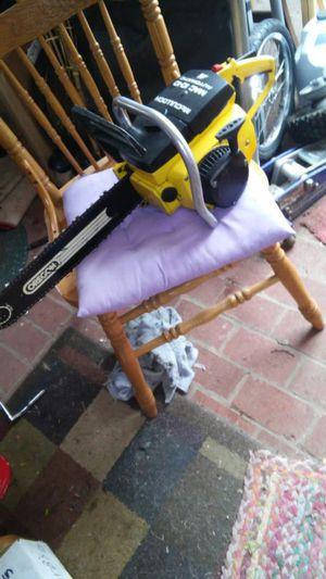 Vintage McCulloch 1010 chainsaw for Sale in Glen Burnie, MD